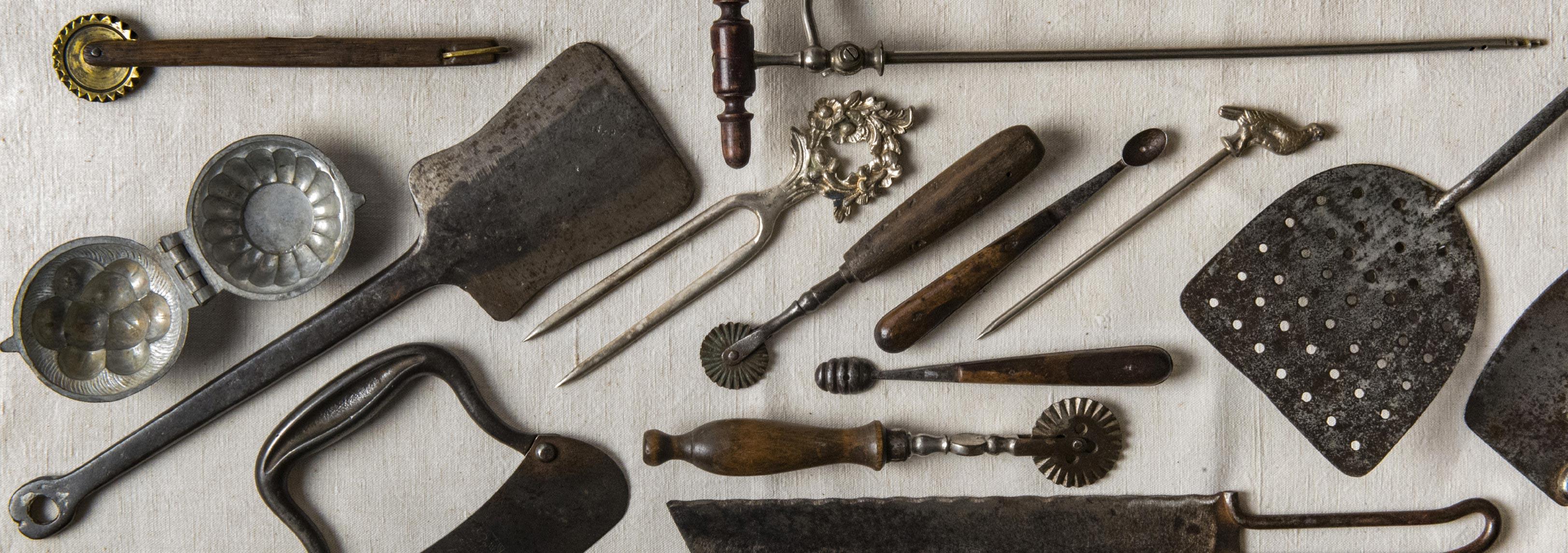 Vintage antico oggetti in metallo bibliotheca culinaria for Oggetti vintage per casa
