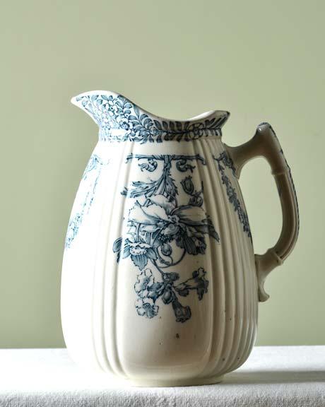 Brocca antica in ceramica wedgwood libro di for Libro in ceramica